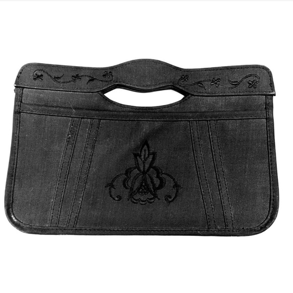 Vintage Handbags - Vintage Black Embroidered Clutch